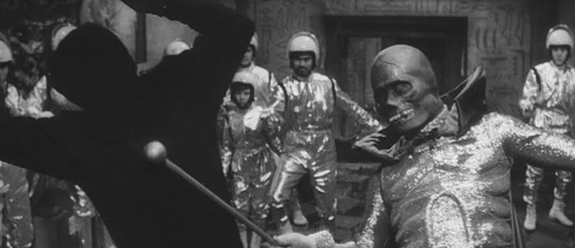 The Golden Bat (1966) - still 3